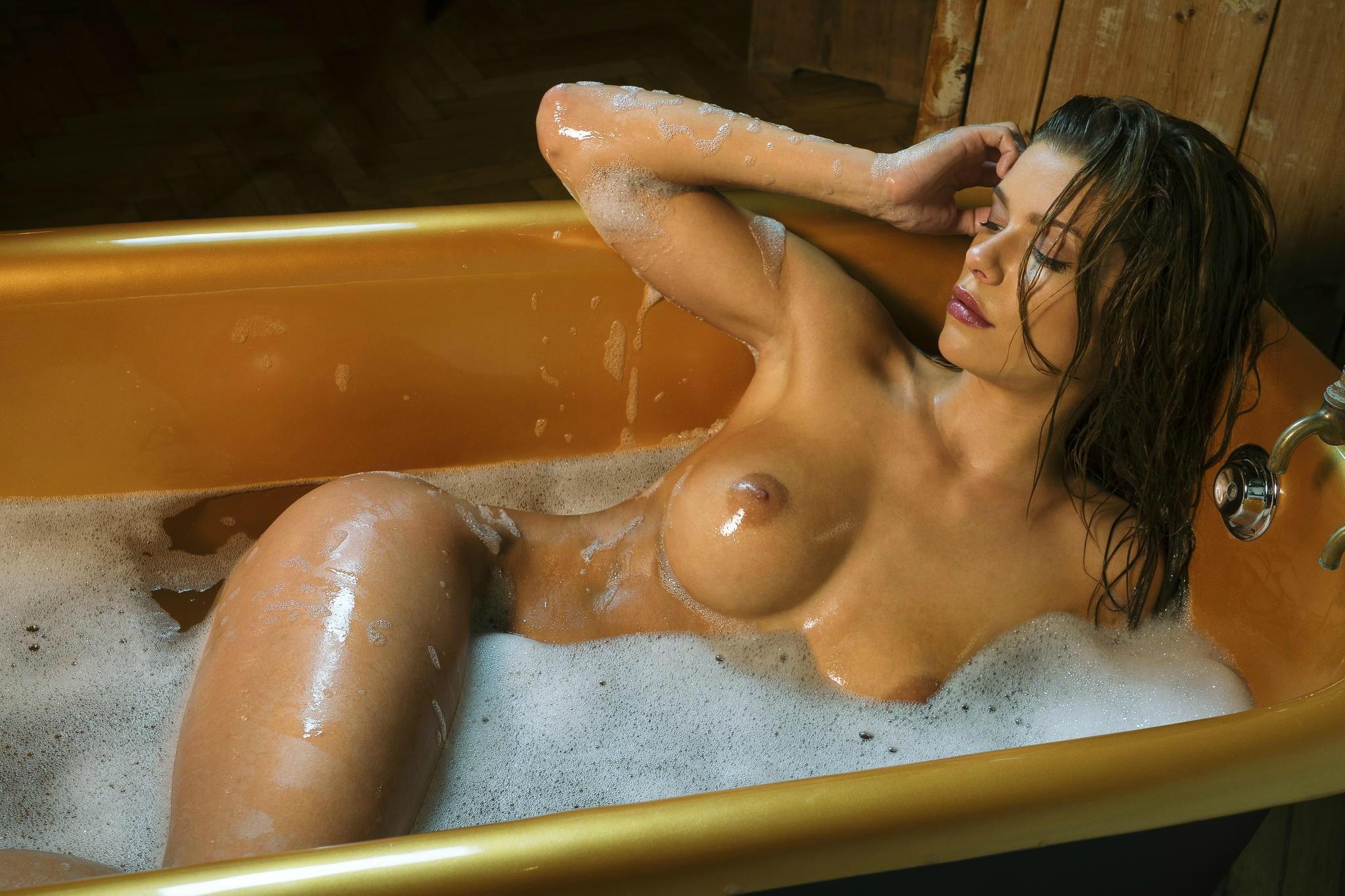 Эротика в ванне был